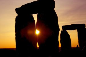 Stonehenge sun rays through the stones